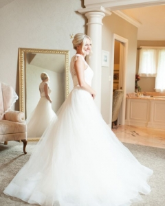 Bride_mirror_photo_01