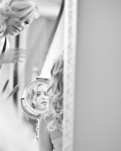 Bride_mirror_photo_09