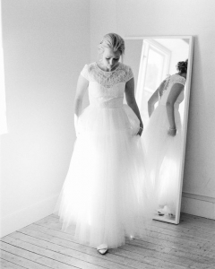 Bride_mirror_photo_18