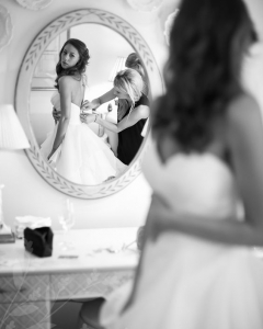 Bride_mirror_photo_21