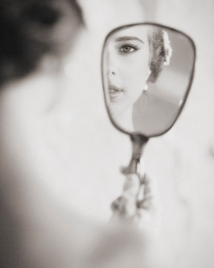 Bride_mirror_photo_24