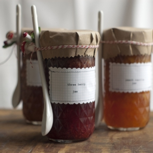 diy-jam-jar-wedding-favors