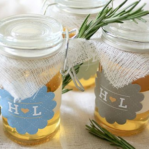 diy_rosemary_and_honey_jars_wedding_favors_tskaq