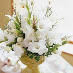 gladiolusy-v-svadebnoj-floristike-31