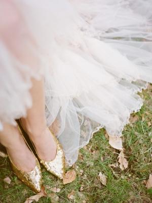 gold_bridal_shoes_02