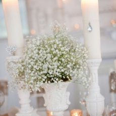 babys-breath-in-urn-thesweetestoccassion