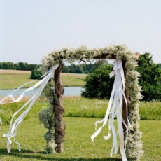 babys-breath-wedding-arbor-iloveswmag
