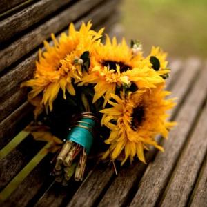 sunflower-bridal-bouquet-yellow-wedding-flowers__full