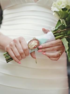 svadebnii-buket-nevesti-s-kameei-0007