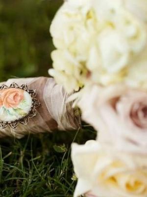 svadebnii-buket-nevesti-s-kameei-0012