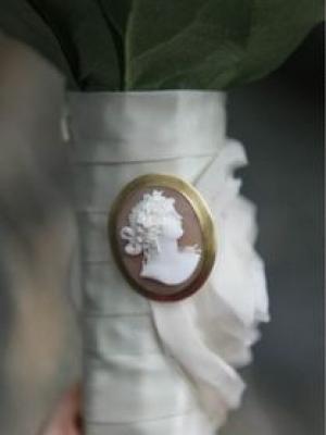 svadebnii-buket-nevesti-s-kameei-0025
