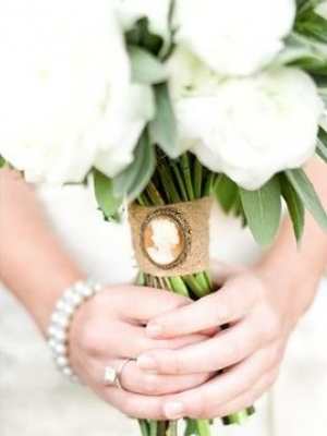 svadebnii-buket-nevesti-s-kameei-0030