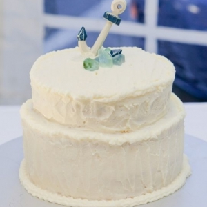 morskaya-svadba-sinii-zelenii-tort-03