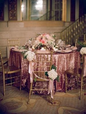 pajetki-i-blestki-v-oformlenii-svadby-3