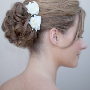 hctb-sf07884-mscu_small_rose_bridal_hair_flowers