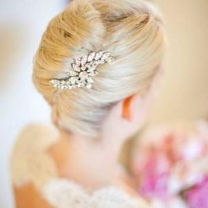 wedding-hairstyles-chic-chignon-bridal-updo-rhinestone-vintage-inspired-hair-brooch-real-weddings-california__full