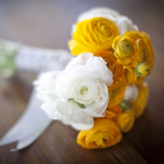 yellow-white-bridal-bouquet-ranunculus-wedding-flowers-summer-wedding-ideas