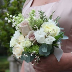 spring-bridesmaid-bouquet-latte-ivory