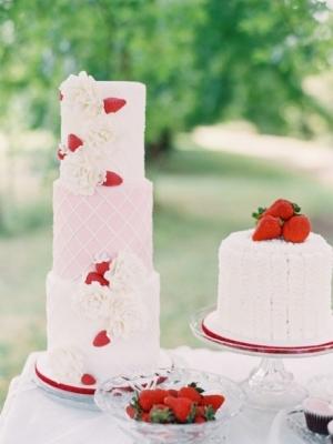 svadebniy-tort-s-yagodami-0009