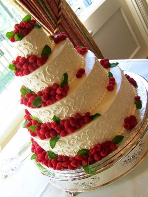 svadebniy-tort-s-yagodami-0010