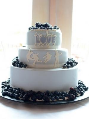 svadebniy-tort-s-yagodami-0030