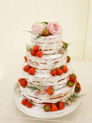 svadebniy-tort-s-yagodami-0031