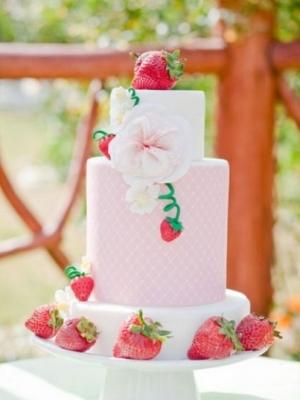 svadebniy-tort-s-yagodami-0046