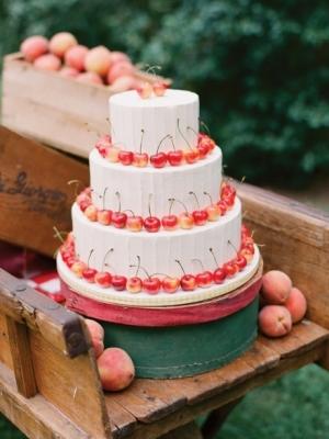 svadebniy-tort-s-yagodami-0047