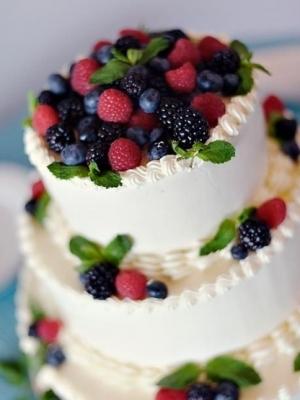 svadebniy-tort-s-yagodami-0048