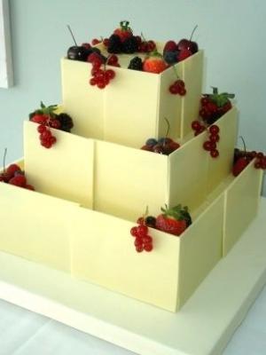 svadebniy-tort-s-yagodami-0050