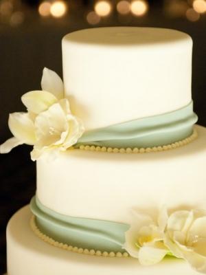 svadebnie-torti-v-zelenom-cvete-14
