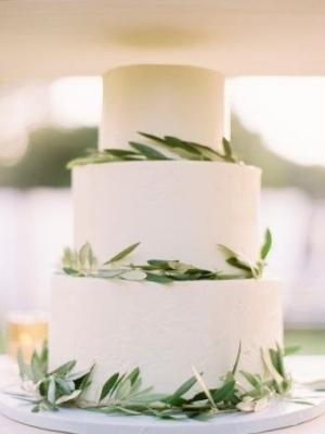 svadebnie-torti-v-zelenom-cvete-16