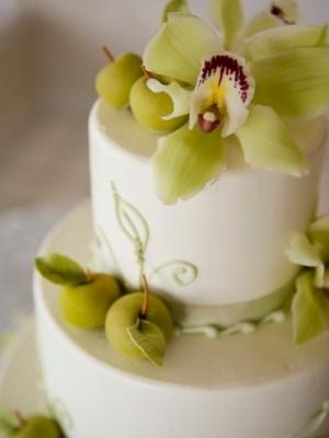 svadebnie-torti-v-zelenom-cvete-36