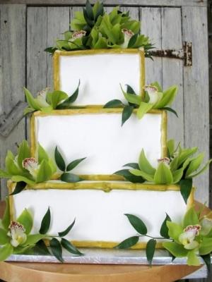 svadebnie-torti-v-zelenom-cvete-37