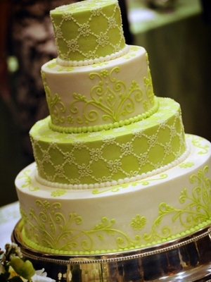 svadebnie-torti-v-zelenom-cvete-38