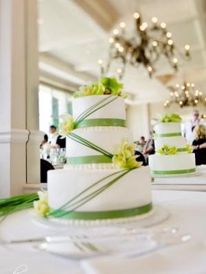 svadebnie-torti-v-zelenom-cvete-42