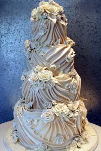 white-ivory-delightful-wedding-cake