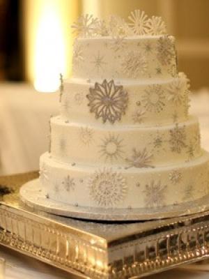 zimniy-svadebniy-tort-0011