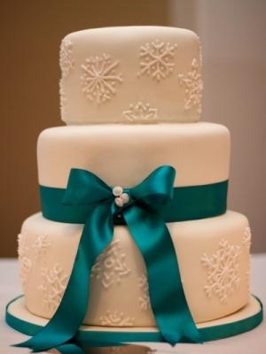 zimniy-svadebniy-tort-0057