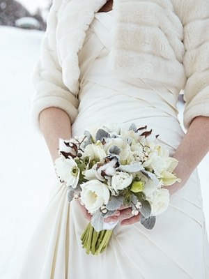 svadebnii-buket-nevesti-dlya-zimnei-svadbi-0025