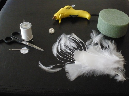 DIY-feather-fascinator-1-500x374
