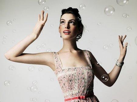 anne-hathaway-Alice-in-Wonderland-Wedding-dress