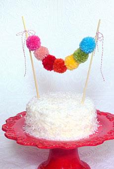 multicolor-sweet-garland-of-yarn-pom-poms-wedding-cakes