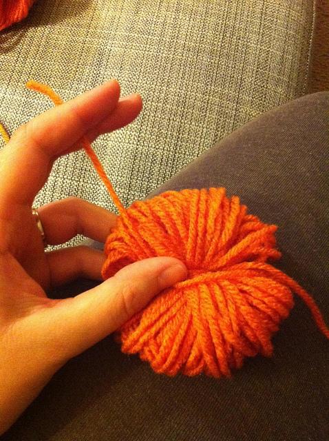 yarn-poofball-2