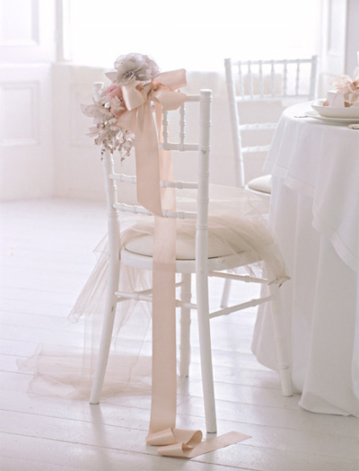 декор-свадьбы-розовый-нежный-украшение-стульев