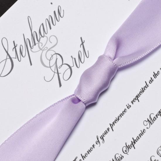 priglashenie-na-svadbu-s-lentoi-fioletovii-sirenevii