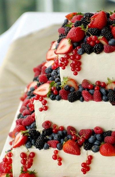 svadebniy-tort-s-yagodami-0012