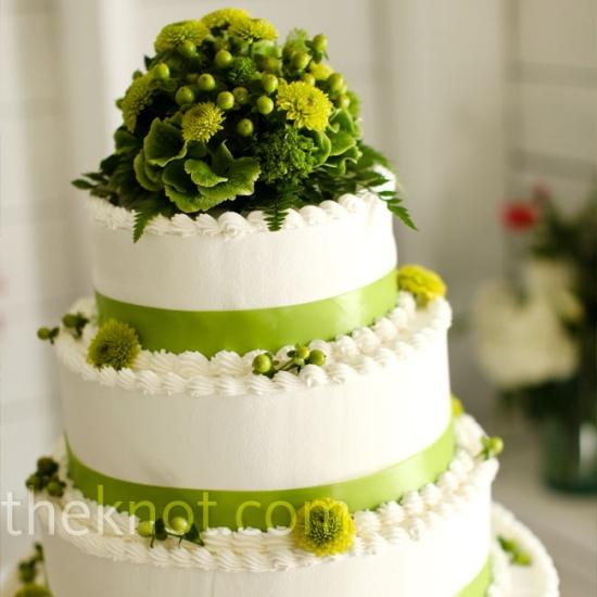svadebnie-torti-v-zelenom-cvete-25