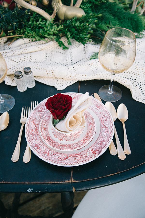 13-festive-styled-wedding-winter-woods-corgi-holiday-sweater