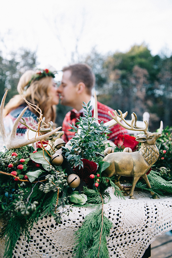 16-festive-styled-wedding-winter-woods-corgi-holiday-sweater